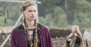 vikings_episode9_Aslaug braided