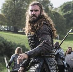 vikings_episode9_Shirted Rollo battle