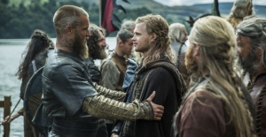 vikings_s3e6_gallery_ragnar greets enemies