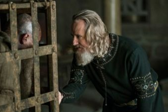 b-historys-vikings-season-4-part-2-episode-14-ragnar-lothbrok-and-king-ecbert-670x447